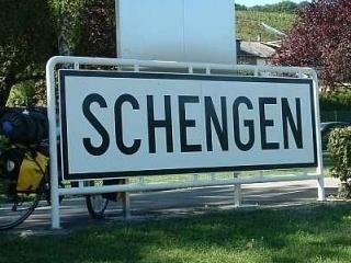 Editorial Florin Campeanu: Basescu, Schengen si boierii