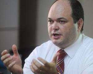 Legea responsabilitatii fiscale interzice cresteri salariale in acest an