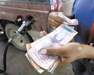 ANALIZA: Unde ar trebui sa ne mutam, ca sa beneficiem de cea mai ieftina benzina?