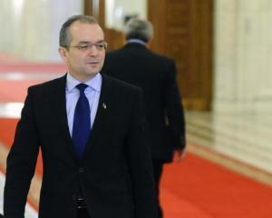 Daca varianta premierului independent cade, Boc ramane, dar Guvernul se remaniaza