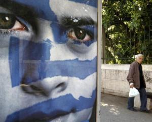 Omul bolnav al Europei: De ce nu este lasata Grecia sa se scufunde?