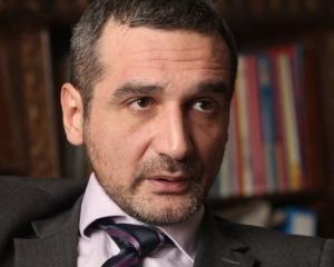 Consilierul personal al lui Lazaroiu: Am trecut prin facultate ca gasca prin apa
