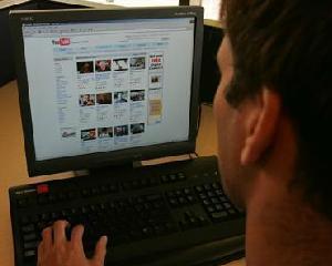STUDIU: Facebook la liber in Romania, 70% din firme nu au reglementat accesul la retelele de socializare