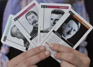 Joaca cu dictatorii lumii. Ceausescu, in cartile nemtesti... de joc