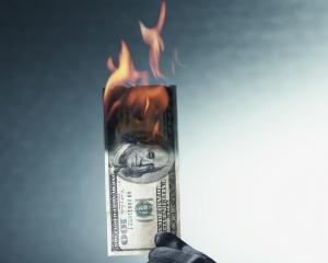 ANALIZA: 10 motive pentru care dolarul nu mai este ce a fost