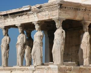 Nuntile si inmormantarile, prea scumpe pentru greci