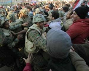 EGIPT: Armata le da un ultimatum protestatarilor din Piata Tahrir