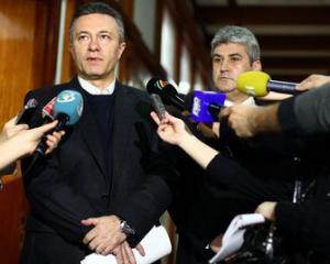 Ministrii care raman: Gabriel Oprea (Aparare) si Cristian Diaconescu (Externe). Restul portofoliilor se negociaza