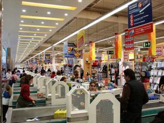 Premiera in retail: Carrefour pune la dispozitia romanilor carduri preplatite MasterCard