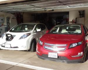 Chevrolet Volt vs. Nissan Leaf. Cine castiga duelul masinilor eco?