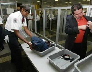 Test de securitate. Ziaristi inarmati au facut de ras controlul aeroportuar francez