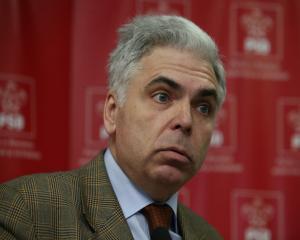 The Economist: Incapatanarea lui Adrian Severin de a nu demisiona este tipica politicii romanesti