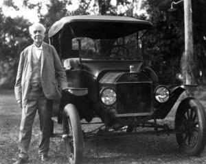 INTERVIU DE ANGAJARE CU... Thomas Edison