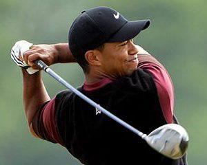 Tiger Woods isi pastreaza locul de cel mai bogat sportiv