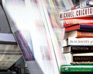 Studiu: Mai bine de jumatate dintre romani cumpara carti la pachet cu ziarele