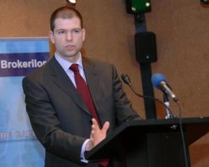 Bogdan Dragoi si Cristian Diaconescu au fost numiti consilieri prezidentiali