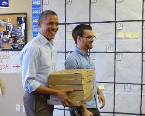 Obama livreaza pizza inainte de alegeri