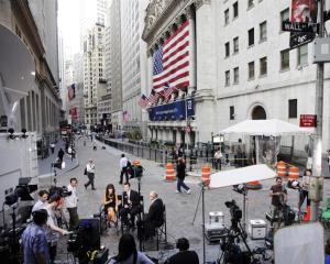 Bursa de la New York deschide si se mentine pe verde