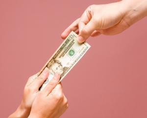 Aproape 85% din banci ii dau pe restantieri pe mana recuperatorilor