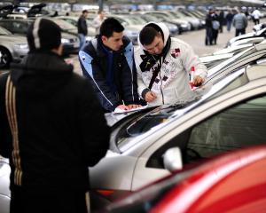Cine va mai plati taxa auto