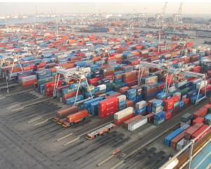 Romania a exportat de 29,2 miliarde de euro, in primele 8 luni si a importat de 53,4 miliarde