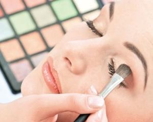 Romanii tin la imaginea lor: Vanzarile de cosmetice au ajuns la un miliard de euro