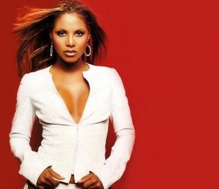 Aflata in faliment, Toni Braxton vrea sa faca rost de bani pozand in Playboy