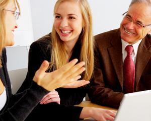 Cresc ofertele online de locuri de munca. Domeniile bancar, IT & Software si cel medical/ farmaceutic sunt in top