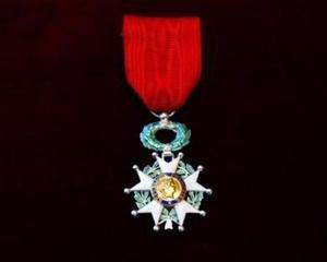 Guvernatorul Isarescu a fost distins cu Ordinul Legiunii de Onoare