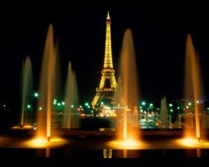 Turnul Eiffel, simbolul Orasului Luminii si al Indragostitilor