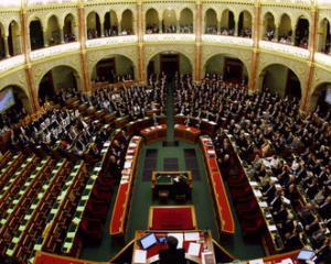 Parlamentul ungar a adoptat o noua Constitutie ultraconservatoare, contestata puternic de opozitie
