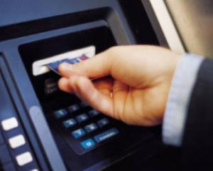 Romanii pot sa localizeze bancomatele prin telefonul mobil