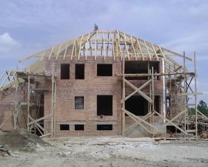 In februarie, numarul autorizatiilor de constructie a crescut cu 31%
