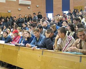 Camera Deputatilor a adoptat tacit eliminarea locurilor cu taxa la universitatile de stat