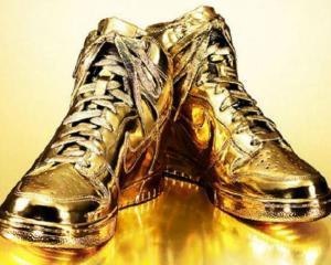 Nike in editie limitata: Pantofi sport auriti