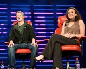 TOP 10: Utilizatori Facebook la care sa te abonezi