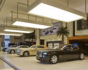 Rolls-Royce a deschis cel mai mare showroom al sau. Cum unde? In Abu Dhabi