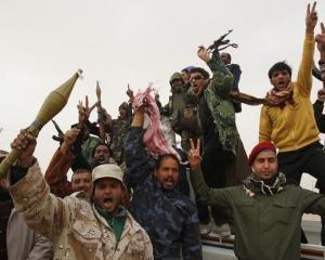 Lupte intre sustinatorii si oponentii lui Gadhafi in apropiere de Misrata. Un avion militar a fost doborat