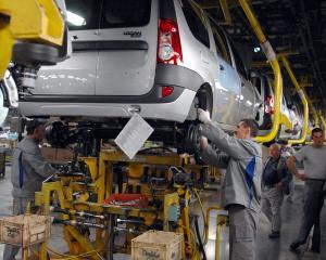 Costurile cu forta de munca au crescut cu 10% anul trecut, fata de 2010