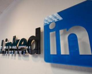 LinkedIn se listeaza la bursa