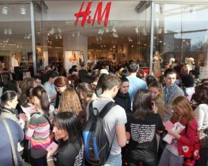 H&M deschide un nou magazin in Romania. Ce oras va duce reteaua la 24 de magazine