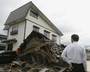 Speriati de cutremurul din Japonia, romanii incep sa-si asigure casele