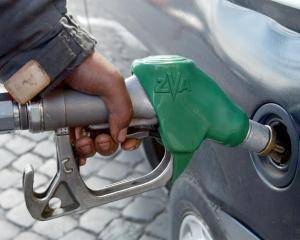 Cum ar putea Boc sa scada pretul la benzina
