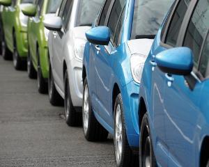 Cerere slaba in sectorul auto pentru 2013
