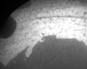 SUCCES: Roverul Curiosity a trimis primele sale imagini de pe MARTE!