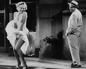 Celebra rochie alba purtata de Marilyn Monroe in filmul