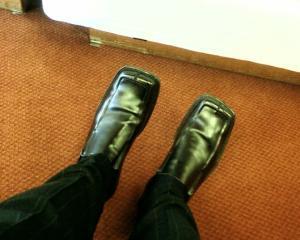 Da-le papucii pantofilor cu varful patrat