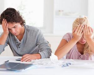 Sute de oameni risca sa isi piarda locuintele din cauza creditelor restante la BCR