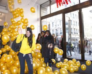 Noua colectie H&M, cumparata de londonezi in TREI ore