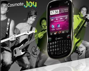 Cosmote lanseaza doua telefoane sub brand propriu orientate spre pasionatii de retele sociale